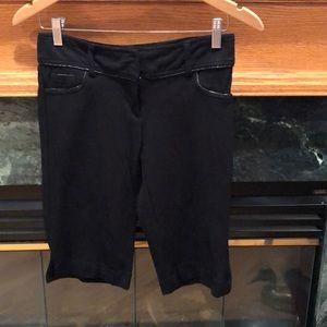Cache dressy black capri shorts pants size 2